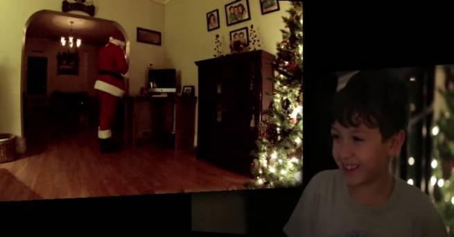 Swiety Mikolaj nagrany na kamere, podczas przynoszenia prezentow 2