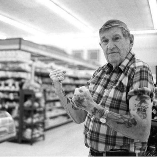 staruszkowie z tatuazami 11