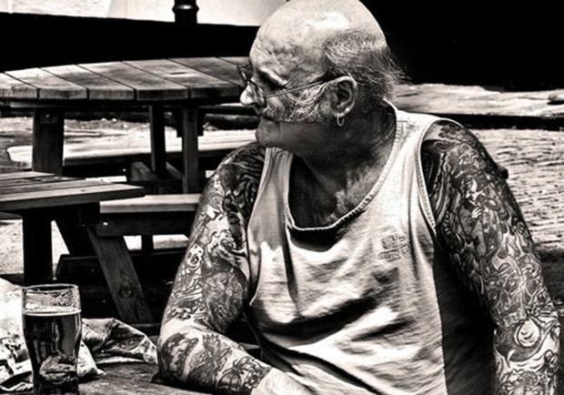 staruszkowie z tatuazami 12