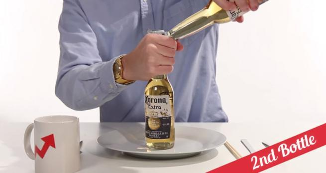 21 sposobów na otwieranie butelek 7 drugą butelką