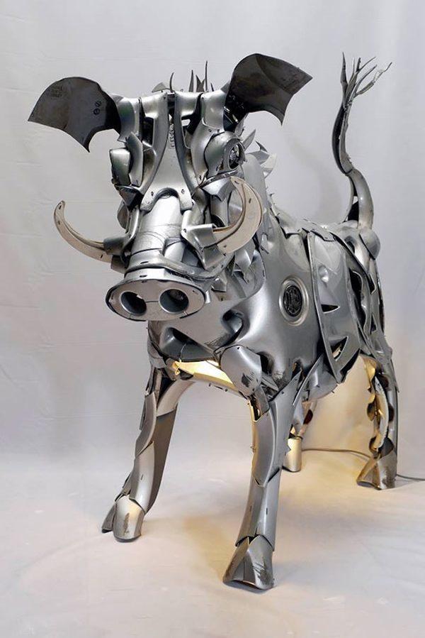 Niesamowite rzeźby zwierząt z kołpaków 13