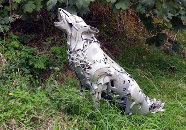 Niesamowite rzeźby zwierząt z kołpaków 14