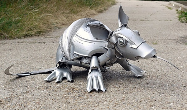 Niesamowite rzeźby zwierząt z kołpaków 16