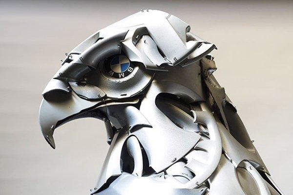 Niesamowite rzeźby zwierząt z kołpaków 17