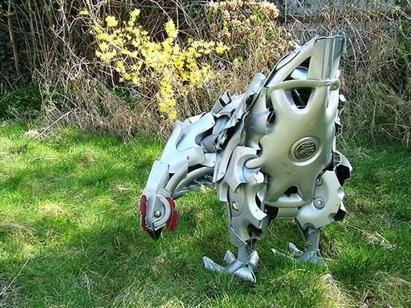 Niesamowite rzeźby zwierząt z kołpaków 2