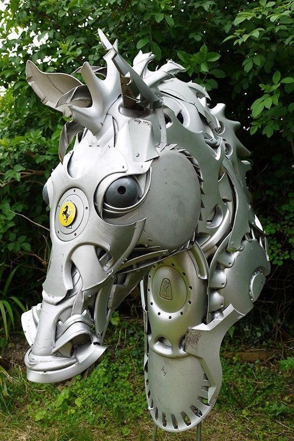 Niesamowite rzeźby zwierząt z kołpaków 4