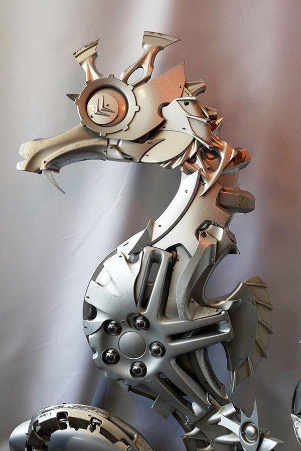 Niesamowite rzeźby zwierząt z kołpaków 9