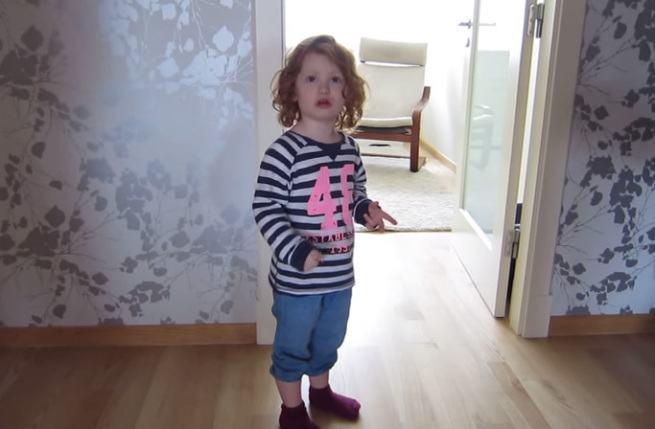 Tata poprosił córkę by posprzątała pokój