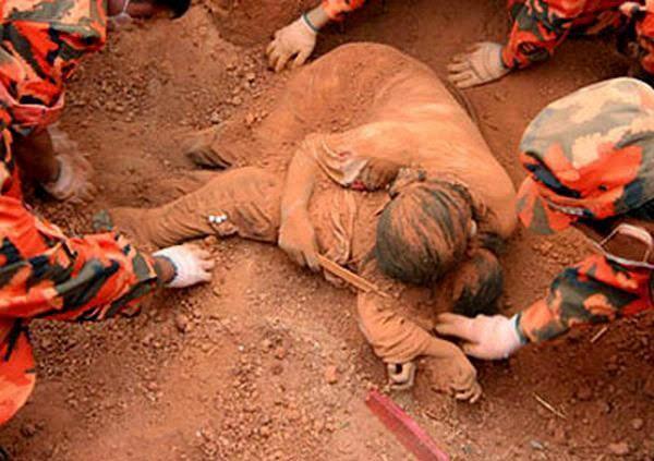 Matka poświęciła swoje życie by uratować dziecko