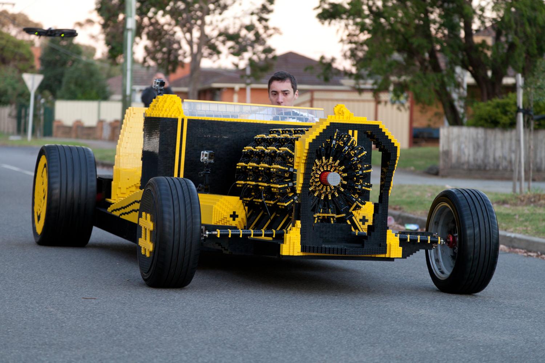 samochód z klocków lego