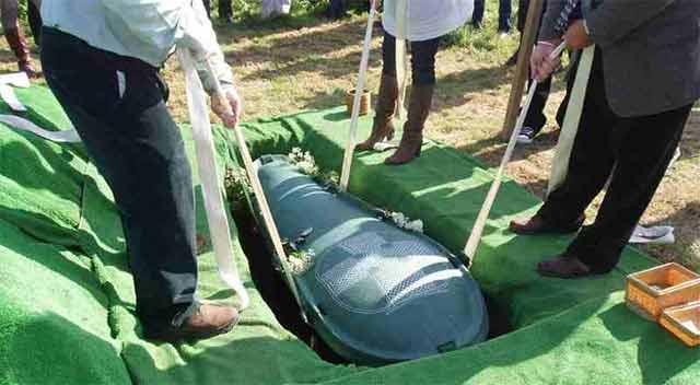 Poprosił żonę, żeby pochowała go ze wszystkimi oszczędnościami